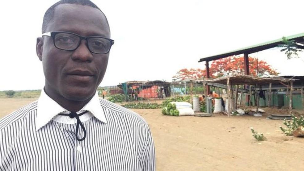 Elie Matabuana trabalha em Matanuska há três anos para ajudar no combate ao Mal do Panamá (Foto: BBC)