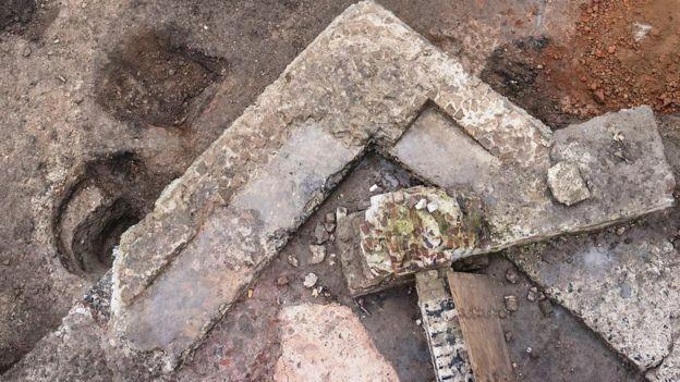 O tamanho e o formato das paredes dão indicações da função do prédio, dizem os arqueólogos (Foto: RÖMISCH-GERMANISCHES MUSEUM via BBC)