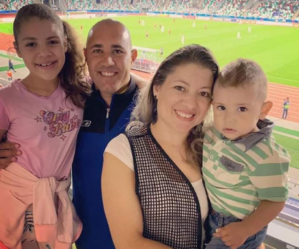 Preparador de goleiros brasileiro Nivaldo Ciriaco vai deixar Belarus e voltar para São Paulo com a família — Foto: Arquivo pessoal
