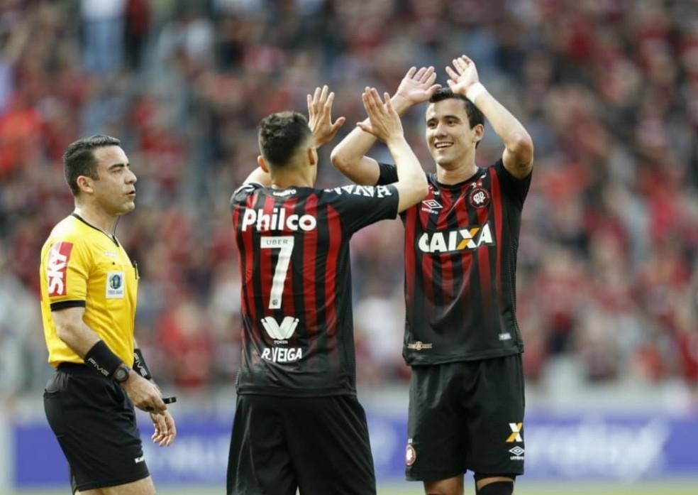 Raphael Veiga e Pablo são os destaques Atlético-PR. Flamengo quer o atacante — Foto: Jonathan Campos/Gazeta do Povo