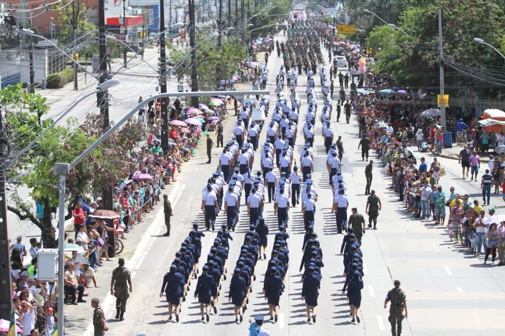 Desfile de 7 de Setembro na Avenida Mascarenhas de Moraes, na Zona Sul do Recife (Foto: Marlon Costa/Pernambuco Press)