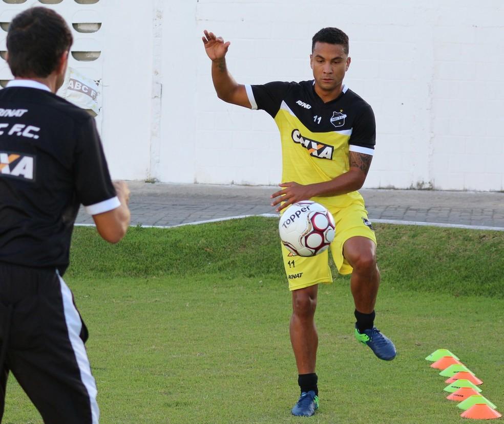 Volante Guedes está liberado para voltar a jogar pelo ABC (Foto: Andrei Torres/ABC)
