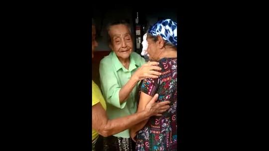 Após 75 anos separadas, irmãs de MG se reencontram; veja vídeo