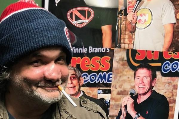 O comediante Artie Lange com nariz deformado por conta de seu consumo excessivo de drogas (Foto: Twitter)