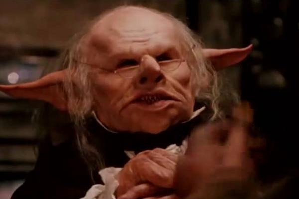 O ator Verne Troyer em cena de Harry Potter e a Pedra Filosofal (2001) (Foto: Reprodução)