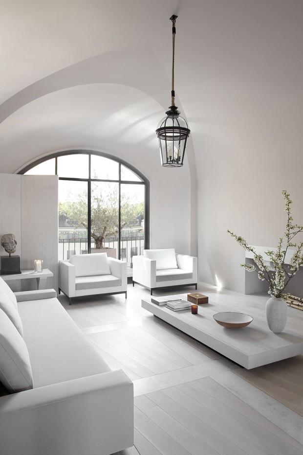 Décor do dia: sala de estar minimalista e monocromática (Foto: Matthew Donaldson)