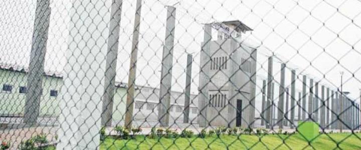 Agente penitenciário e presos são baleados em tentativa de resgate em presídio na Grande Fortaleza