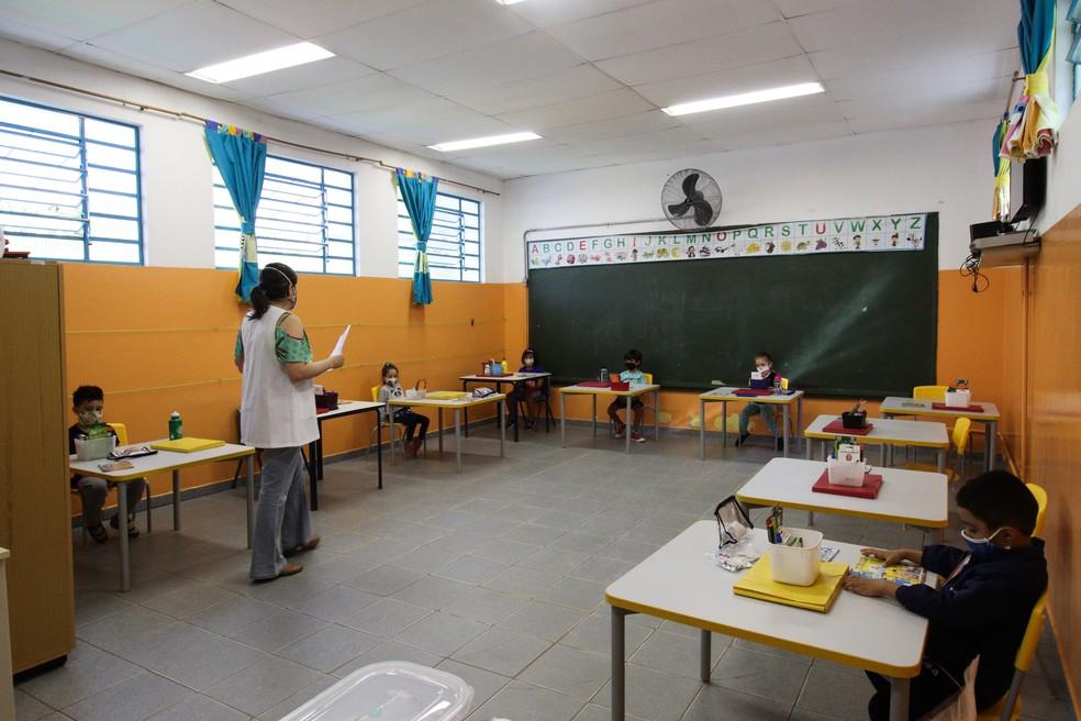 Volta às aulas na Escola Municipal de Educação Infantil (EMEI) São Paulo, na Vila Clementino, na zona sul da cidade, que recebeu cerca de 52 alunos.— Foto: DEIVIDI CORREA/ESTADÃO CONTEÚDO