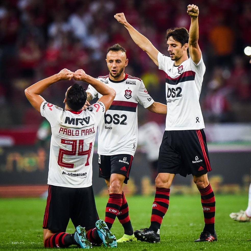 Encaixada, defesa do Flamengo se sobressaiu contra o Inter no Beira-Rio — Foto: Vinícius Costa/BP Filmes