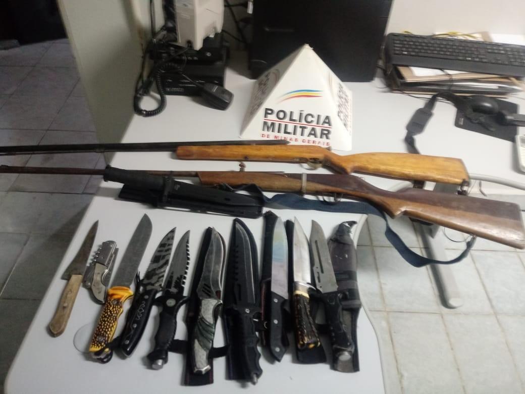 PM apreende duas espingardas e 11 facas que homem usava para ameaçar a esposa em MG - Notícias - Plantão Diário