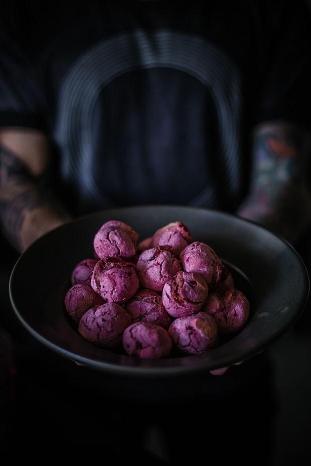 Pãezinhos de beterraba com chia: aprenda essa receita saudável  (Foto: Simplesmente)