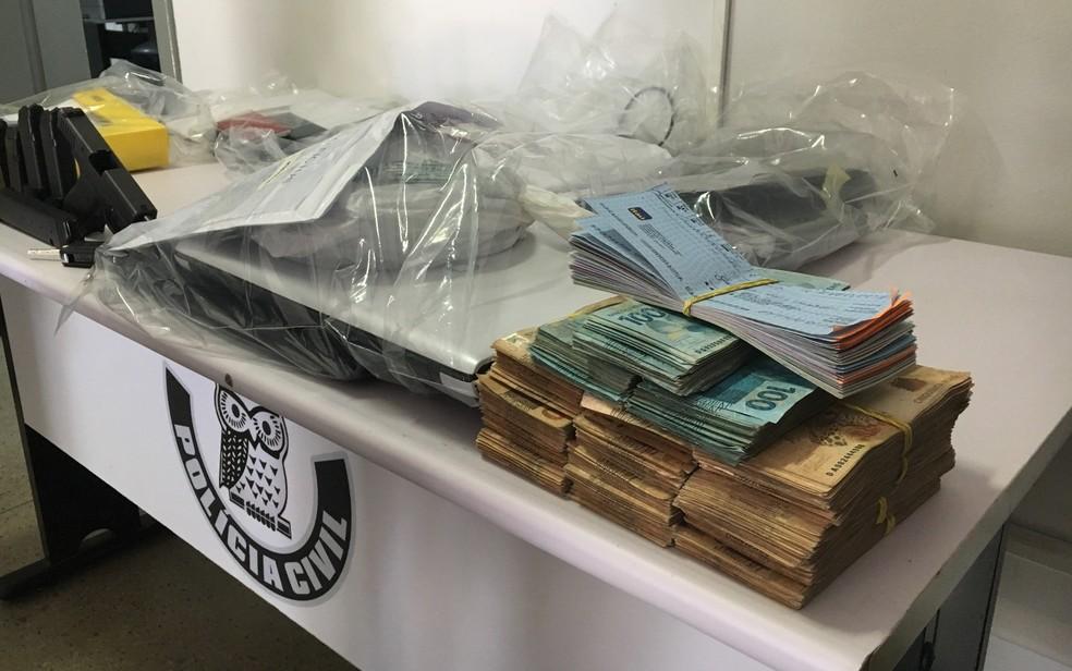 Com o grupo, polícia apreendeu R$ 86 mil em espécie (Foto: Paula Resende/G1)