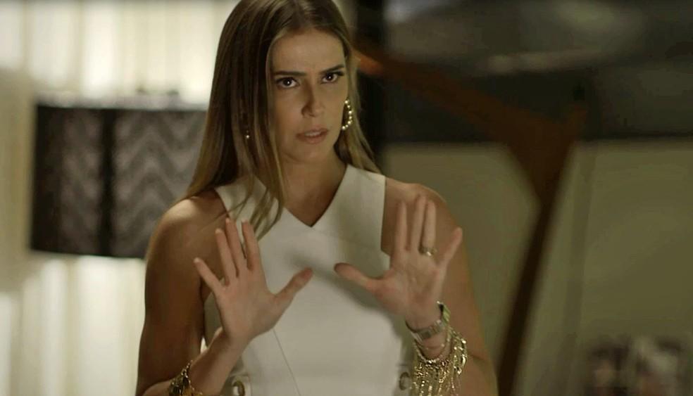A perua tenta se explicar e pede que Valentim não conte nada a Beto (Foto: TV Globo)