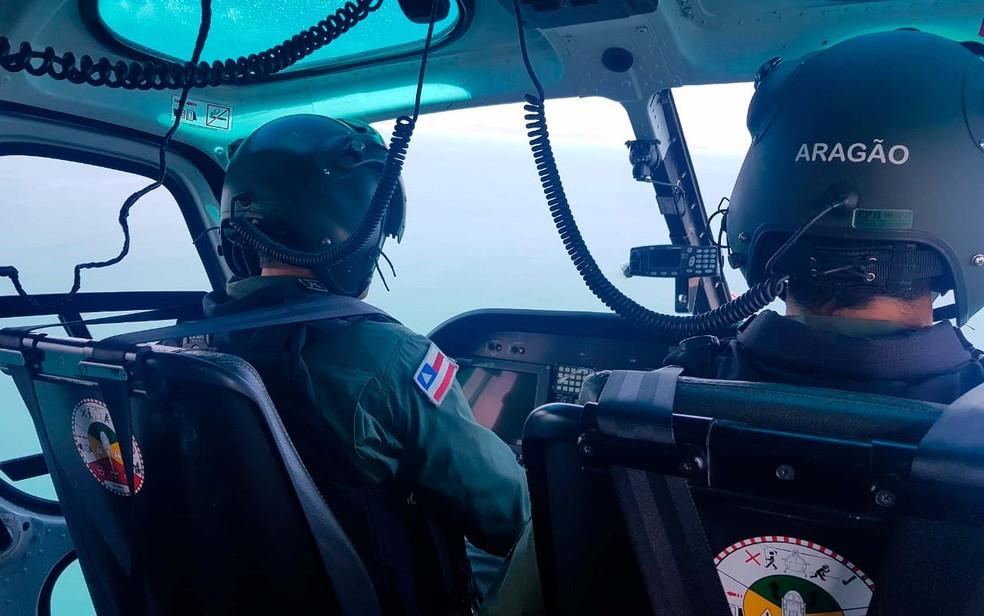 Pescadores foram salvos por policiais do Graer, na Bahia — Foto: Divulgação/SSP-BA