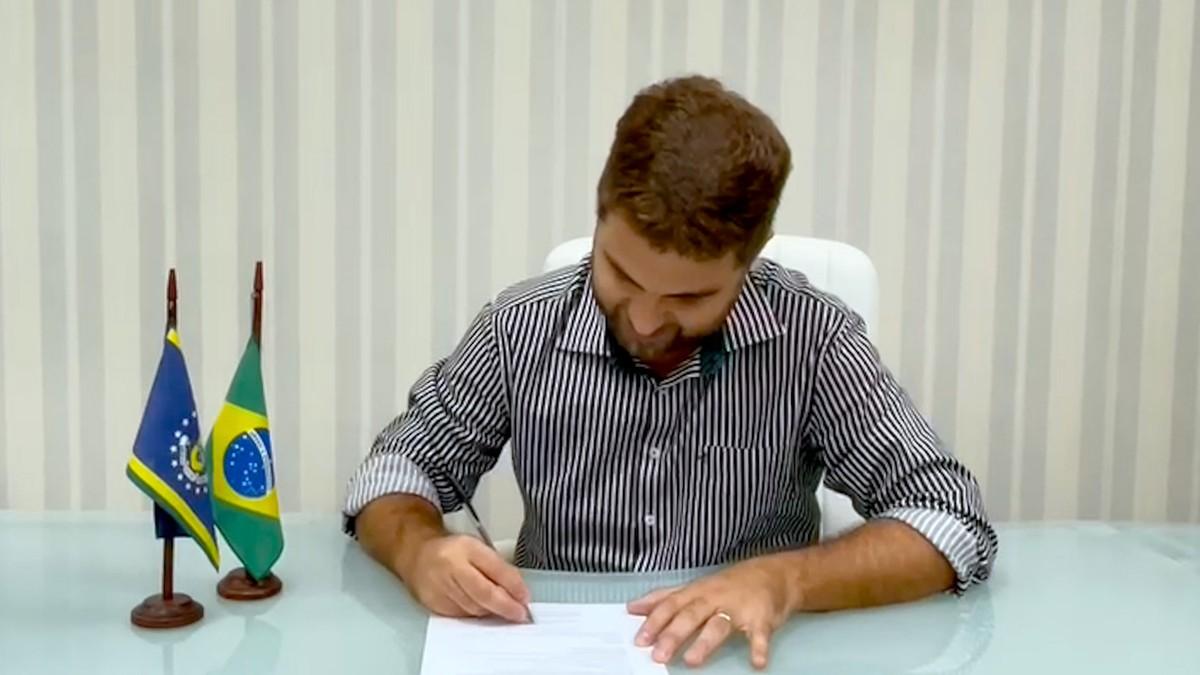 Wladimir Garotinho assina protocolo de intenção para compra de 100 mil doses da vacina contra a Covid-19 em Campos
