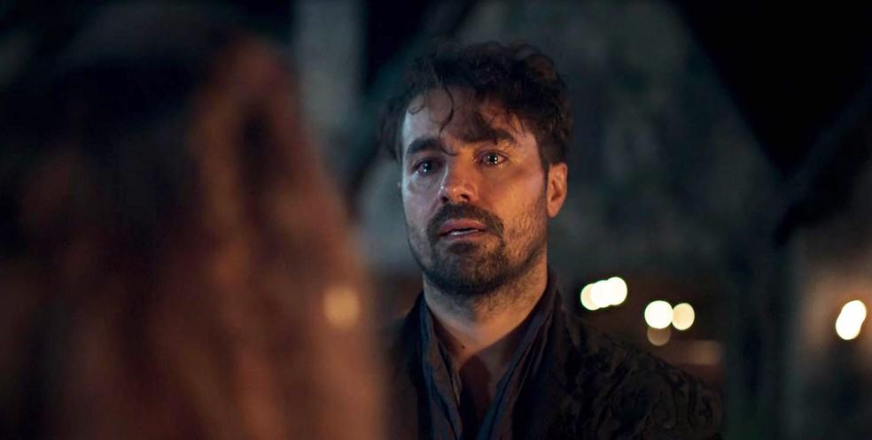 Nitidamente triste, Virgílio tenta entender o que acabou de ver... (Foto: TV Globo)