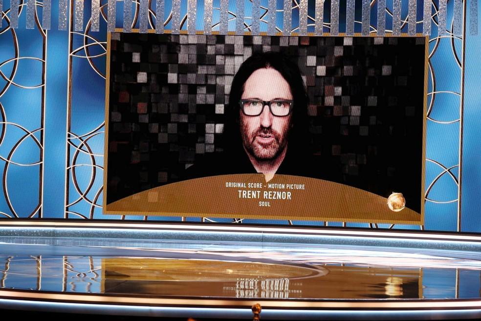 Trent Reznor recebe Globo de Ouro pela trilha sonora original de 'Soul' — Foto: Christopher Polk/NBC via Reuters