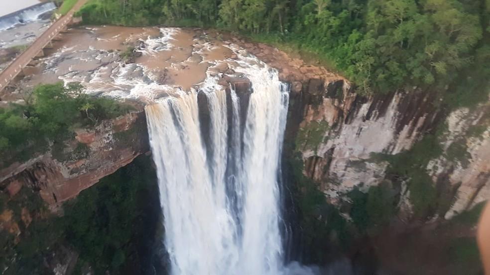 Salto do Apucaraninha tem 116 metros de altura, localizado entre Londrina e Tamarana — Foto: Divulgação/Batalhão de Polícia Militar de Operações Aéreas