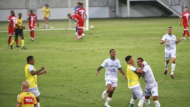 Floresta consegue empate na Arena das Dunas e comemora acesso à Série C