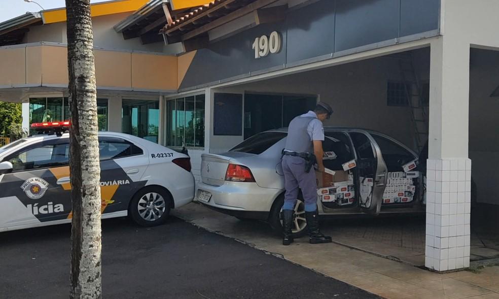 Segundo a polícia, motorista foi abordado por trafegar em alta velocidade em rodovia de Marília — Foto: Alcyr Netto/TV TEM