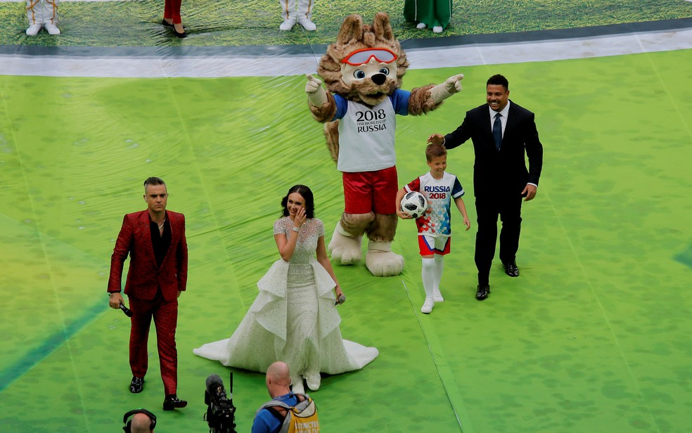 Robbie Williams, Aida Garifullina e Ronaldo se apresentam na abertura da Copa do Mundo 2018, em Moscou, na Rússia (Foto: Maxim Shemetov/Reuters)