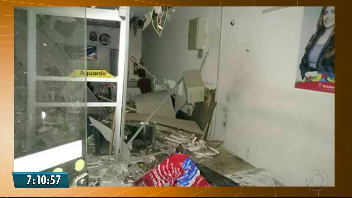 Grupo leva caixa eletrônico após explosão a banco em Nova Floresta, na PB