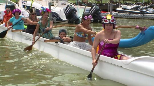 """""""Quebra Mar não enverga"""": com atleta que disputará o Pan, bloco de remadores agita praia no Rio"""