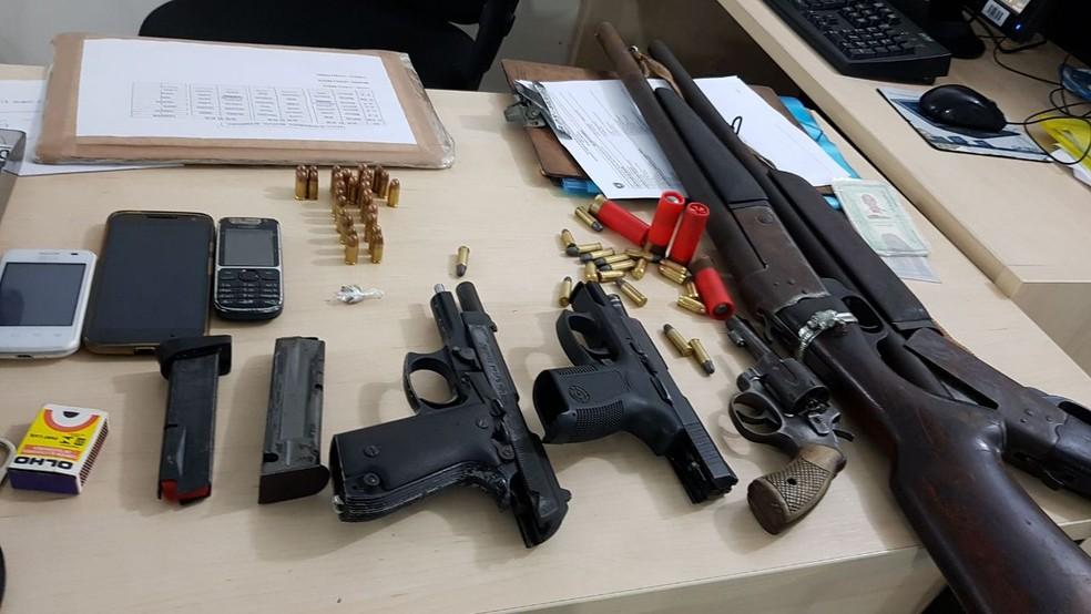 Cinco armas foram apreendidas com a quadrilha na Grande Natal. (Foto: Divulgação/PM)