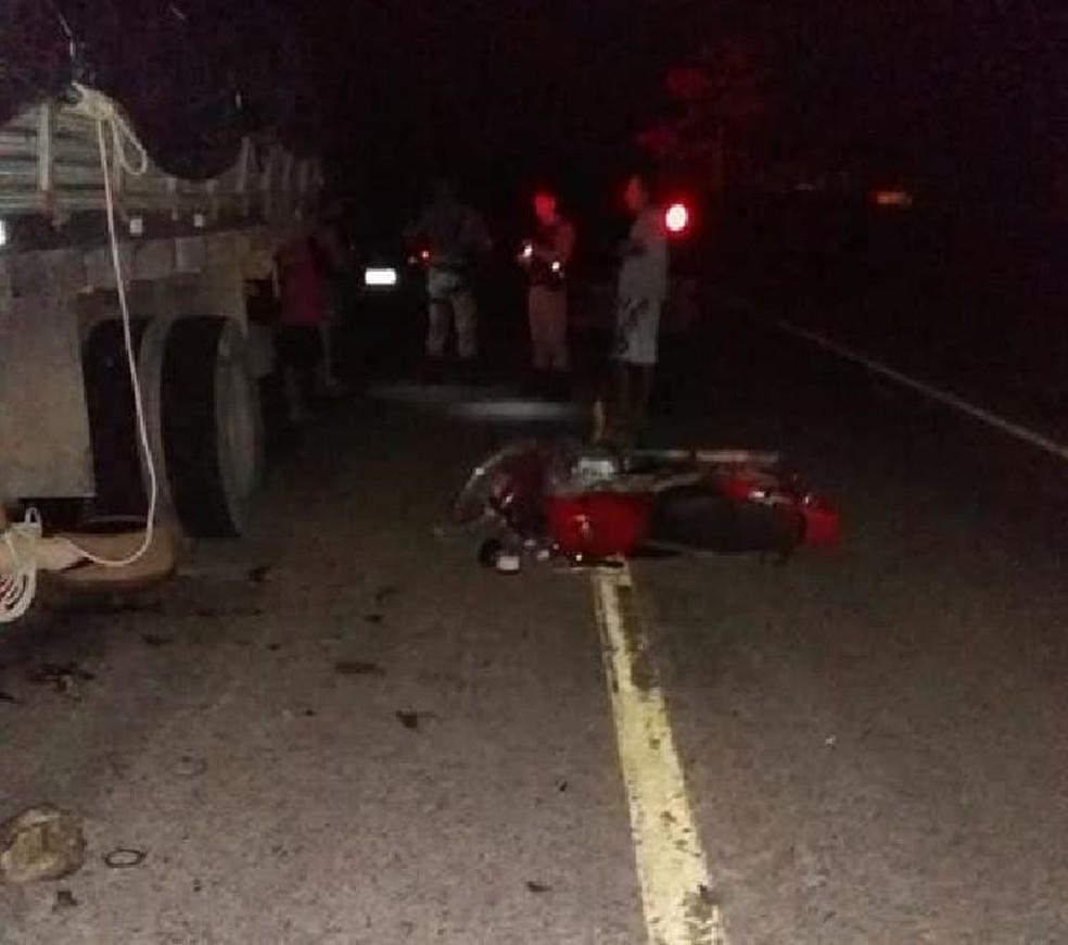 Acidente ocorreu  na noite desta sexta (31) no km 10 da BR-364, sentido Feijó (Foto: Divulgação/Polícia Militar do Acre)