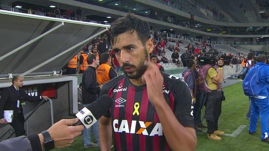 """Camacho: """"A gente não merecia perder esse jogo, mas bola para frente"""""""
