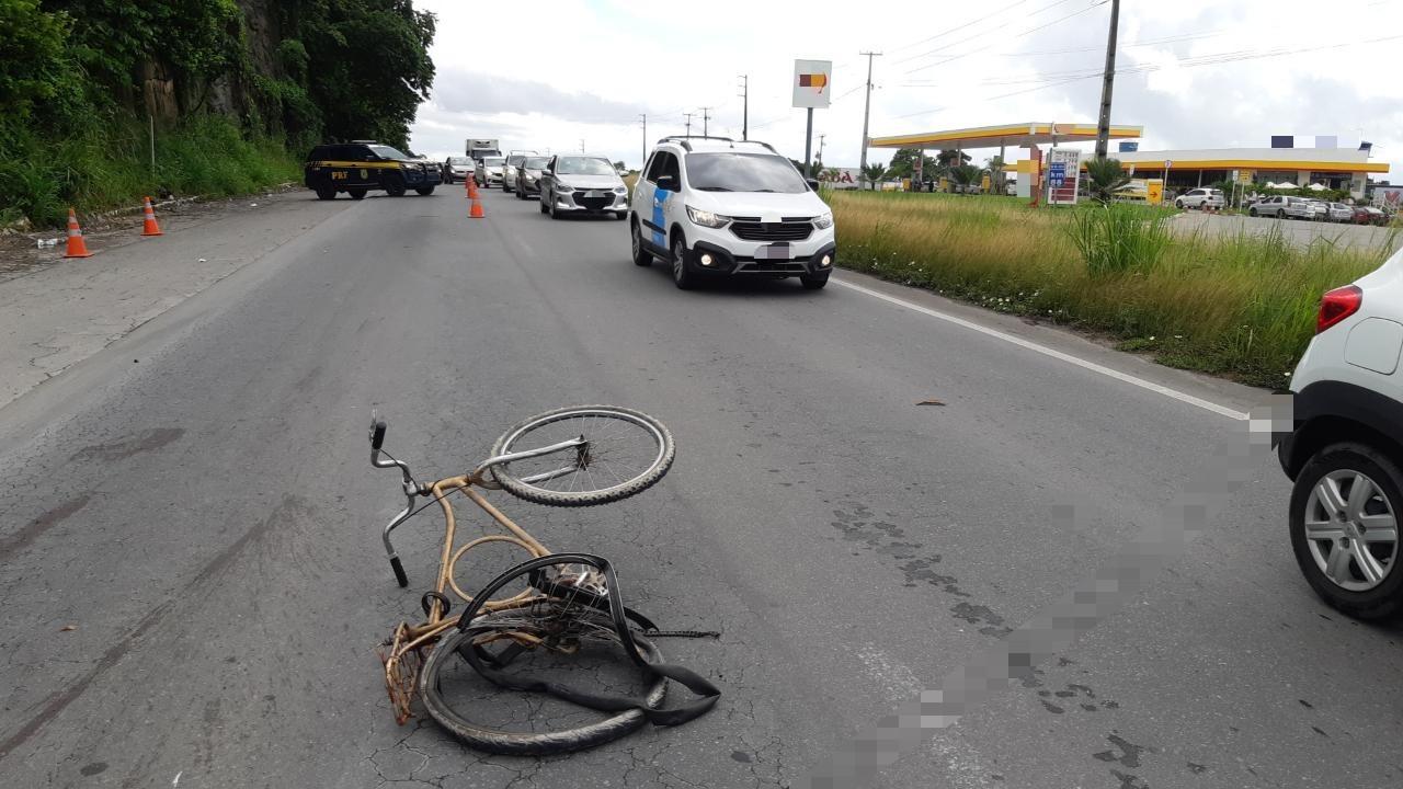Ciclista é atropelado por carro e morre na BR-101 em Jaboatão dos Guararapes