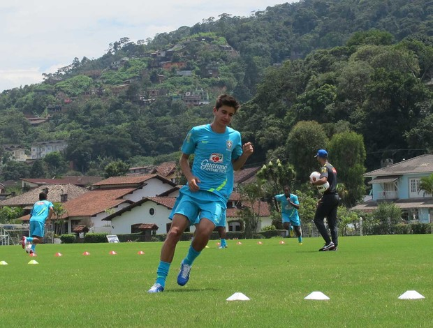 Mattheus vê forte concorrência na sub-20: Cada um lutando pelo seu