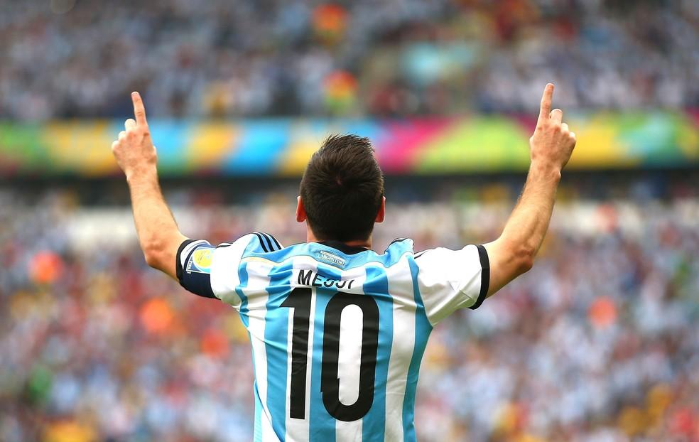 26720cdc202f4 ... Messi comemora um dos dois gols marcados na vitória sobre a Nigéria