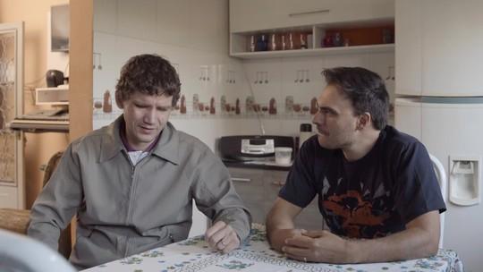 Pai cego conta como cuida dos três filhos em Divinópolis