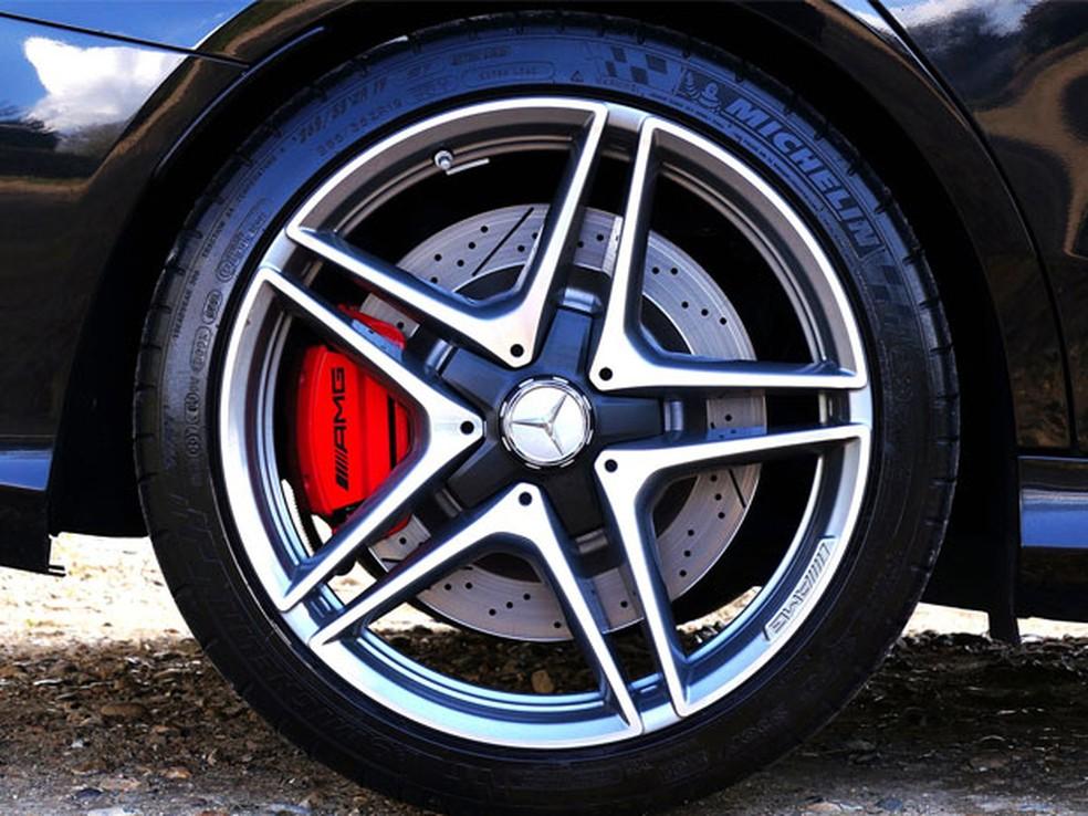 Carro parado consome energia (Foto: )