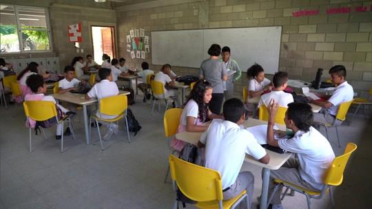 Vejas os avanços na educação na Colômbia e no Canadá