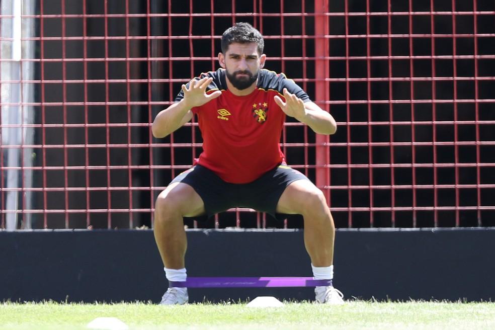 Pedro Carmona em treino do Sport — Foto: Marlon Costa / Pernambuco Press