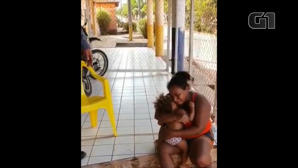Menina de 1 ano e 8 meses é salva por PM após se afogar em piscina em Caxias (MA) — Foto: Divulgação/Polícia Militar