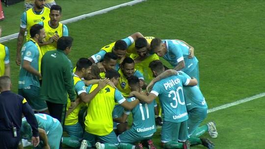 Os gols deInternacional 1 x 2 Goiás pela 35º rodada do Brasileirão