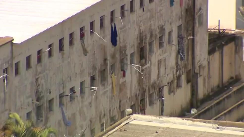 Presos fugiram da Penitenciária Ariosvaldo Campos Pires em Juiz de Fora (Foto: Reprodução/TV Integração)