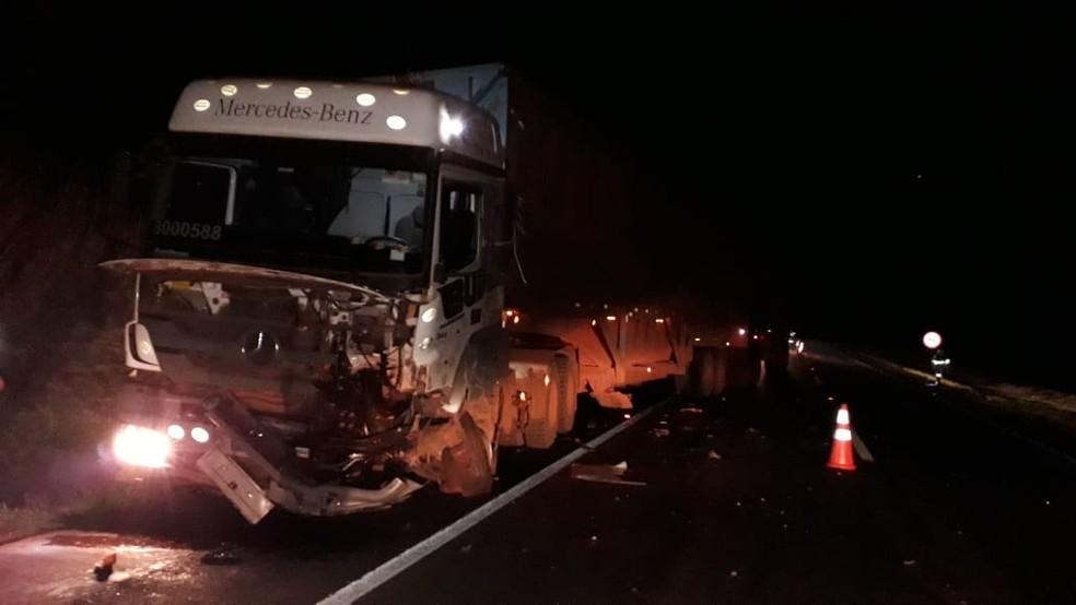 Motorista em fuga atingiu de frente um caminhão canavieiro em São Manuel  — Foto: Arquivo pessoal