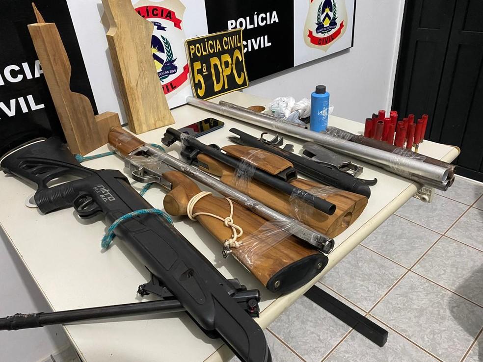 Dono alegou que o arsenal era utilizado para caçar — Foto: Divulgação/Polícia Civil