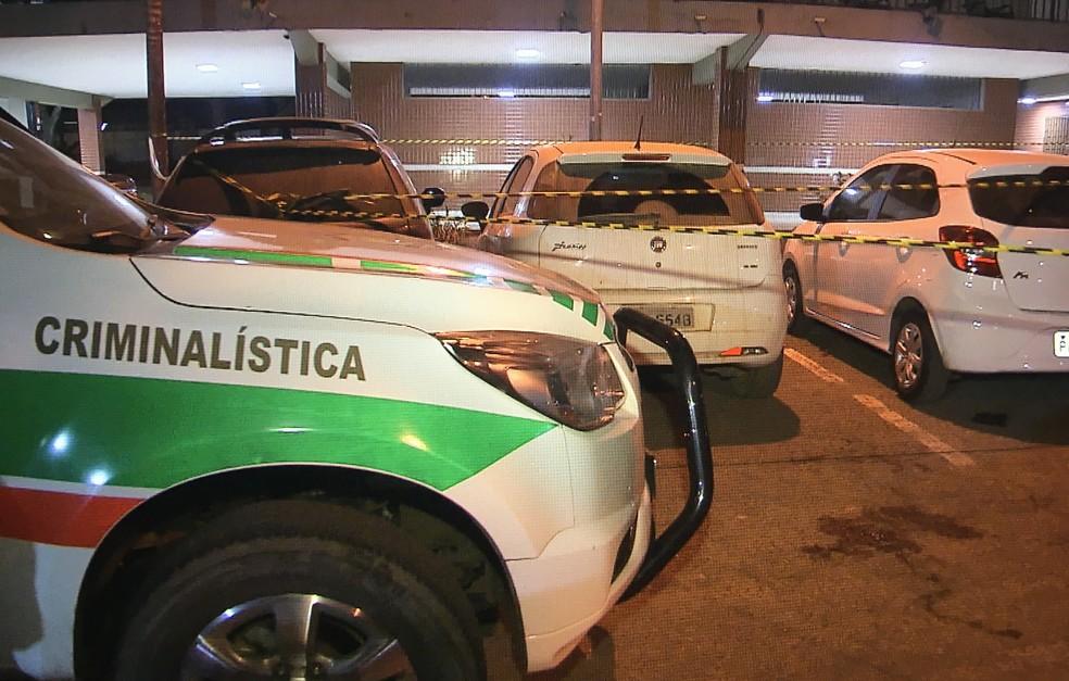 Área onde crime ocorreu isolada por policiais (Foto: TV Globo/Reprodução)