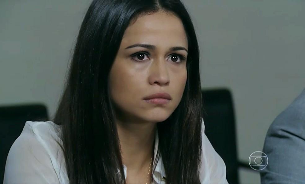 Tuane (Nanda Costa) fica furiosa com chegada de Elivaldo (Rafael Losso) ao fórum - 'Império' — Foto: Globo
