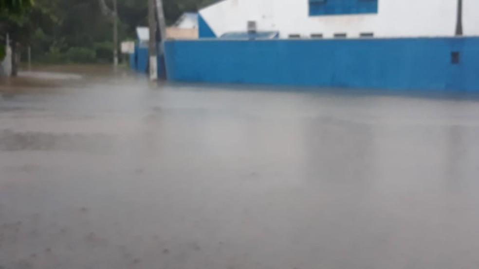 A escola Maria Thereza, no Getuba, em Caraguá, suspendeu as aulas por causa do alagamento — Foto: Divulgação/Defesa Civil