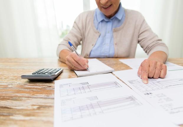 A aposentadoria, investimento, idosa, calculadora, planilhas (Foto: ThinkStock)