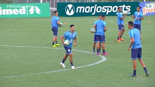 Yago Rocha comemora sonho de jogar a Série A e admite que pode melhorar nos cruzamentos