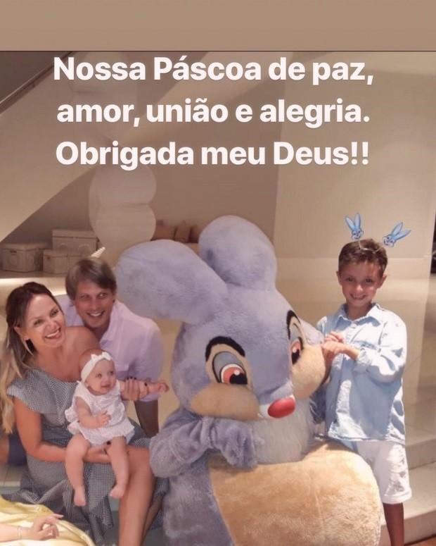 Eliana com os filhos Manuela e o noivo Adriano Ricco (Foto: Reprodução/Instagram)