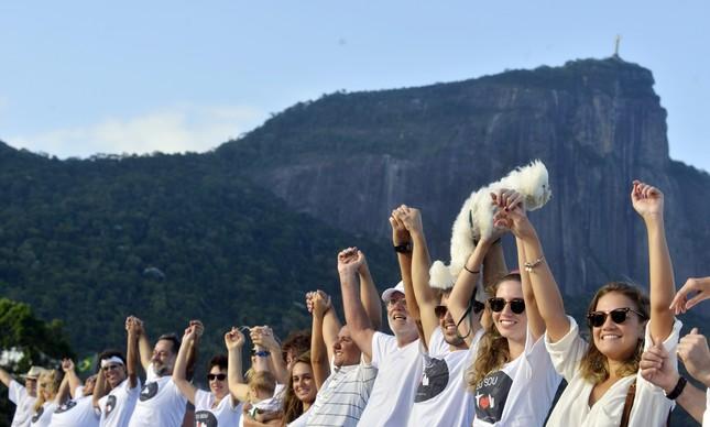 Este abraço na Lagoa Rodrigo de Freitas, contra a violência no Rio, em 2015