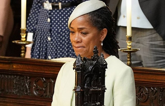 Doria Ragland se emociona durante casamento real (Foto: Getty Images)